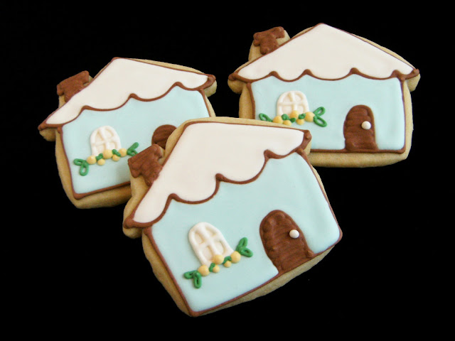 blue cottage decorated cookies