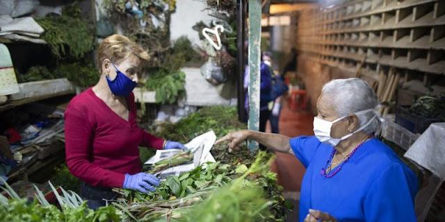 Venezolanos recurren a hierbas y brebajes curativos para protegerse del coronavirus