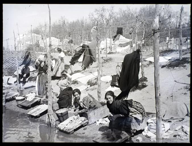 mujeres-lavando-ropa-en-el-rio