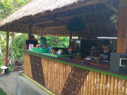 cafe di taman tanah pegat tabanan
