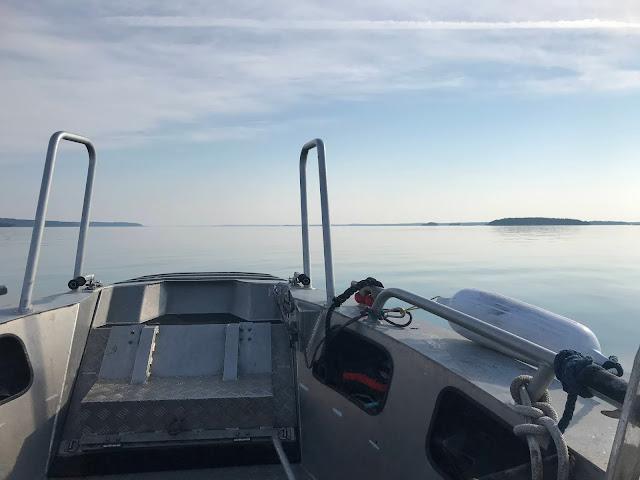 Tyynellä merellä kulkeva vene