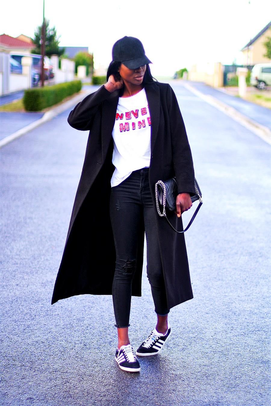 casquette-manteau-long-sac-rebecca-minkoff-jeans-dechire-adidas-gazelle