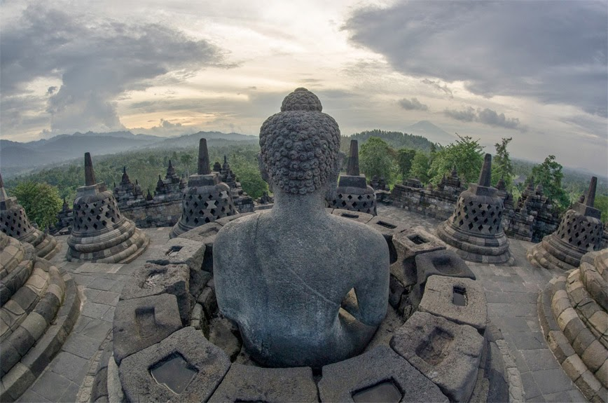 19. Temple of Borobudur, Indonesia - 27 Amazing Travel Photos That Will Infect You With The Travel Bug