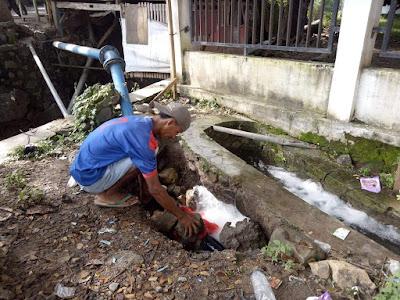 Pipa PDAM Bocor, Pegawai Kelurahan Rontu Kesulitan Air Bersih