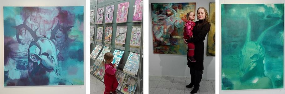 lapsen kanssa taidenäyttelyssä
