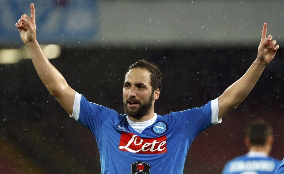 Gonzalo Higuain's agent has warned Napoli that his client could snub a new contract.