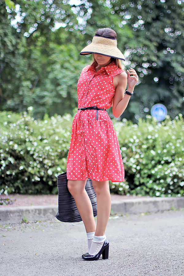 dress with summer hat