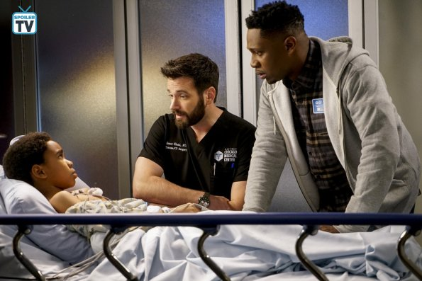 "NUP 184938 0010 595 Spoiler%2BTV%2BTransparent - Chicago Med (S04E10) ""All The Lonely People"" Episode Preview"