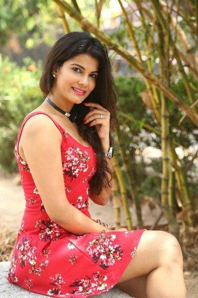Tamil Actress Manisha Shree Latest Stills in Pink Skirt Navel Queens