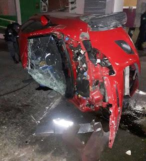 Homem morre preso às ferragens após bater e capotar carro roubado na Zona Norte de Natal