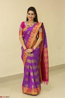 Sexy Anchor Manjusha in Kanjiwaram Saree Absolutely Stunning Beauty Hot Navel