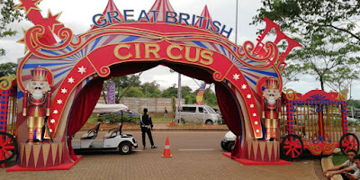 Pintu gerbang masuk The Great British Circuss