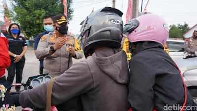 Aksi Lucu Pemudik Saat Terjaring Penyekatan Arus Balik di Mojokerto