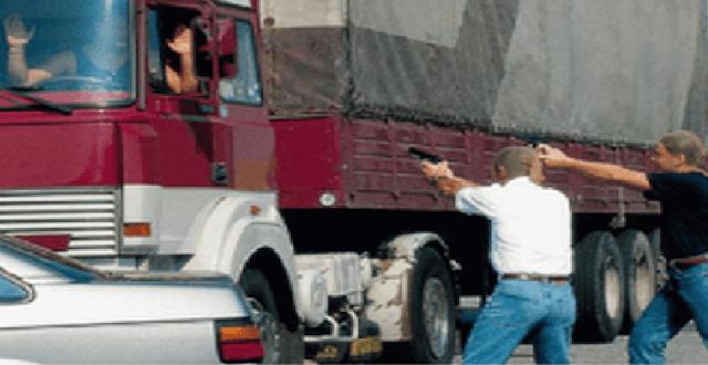 EDITORIALE: assalto fallito al Tir sulla A16? Ah…questa è bella! È stata una prova