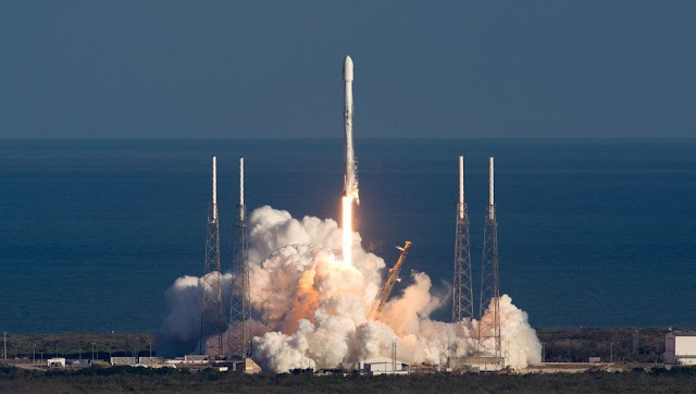 SpaceX, Crew Dragon kapsüllerini dev bir ağla yakalamaya çalışabilir.