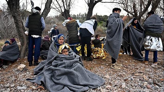 Πάνω από 3.000 μετανάστες στον Έβρο - Επεισόδια και πέτρες και χημικά