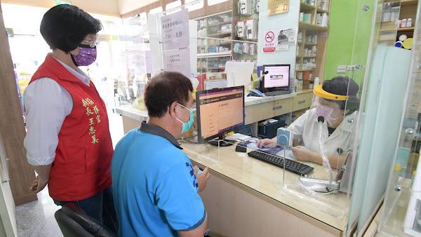 彰化縣藥師防疫不缺席 協助上網疫苗意願登記、預約接種