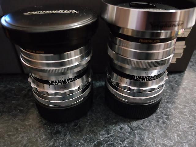 NOKTON 50mm F1.5 VM(左)とULTRON 35mm F1.7 VM + LH-9S(右)