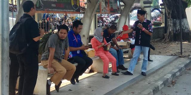 Relawan Ahok yang Menginap Depan Mako Brimob, Kerap Diberi Uang, Ternyata ini Fakta Sebenarnya