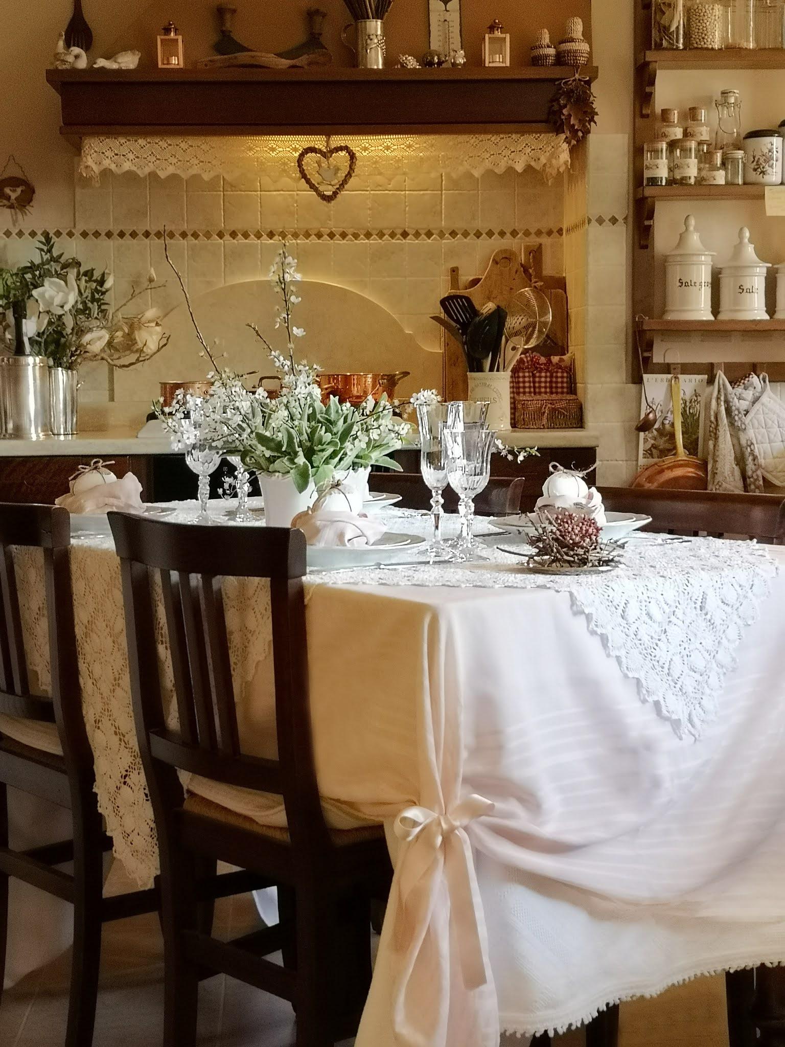 tavola di pasqua in rosa e bianco
