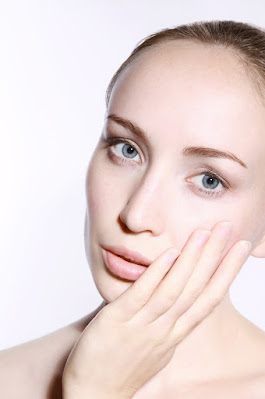 Cara melembabkan kulit wajah