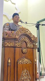Malam ke 17 Ramadhan, Kapolres AKBP Kadarislam Ajak Jamaah Masjid Nurul Tingkatkan Keimanan Untuk Keamanan
