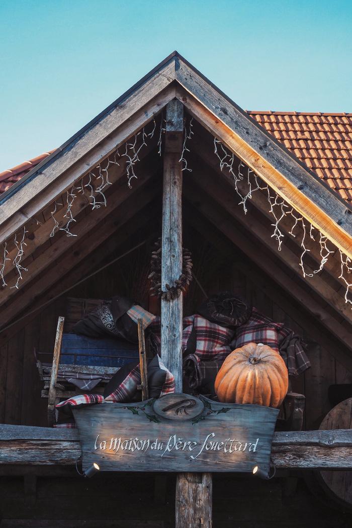 Maison du Père Fouettard au hameau du Père Noël en Haute-Savoie