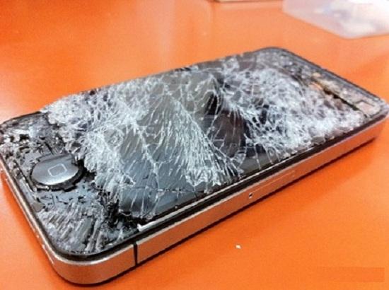 Màn hình iphone 4 bị vỡ