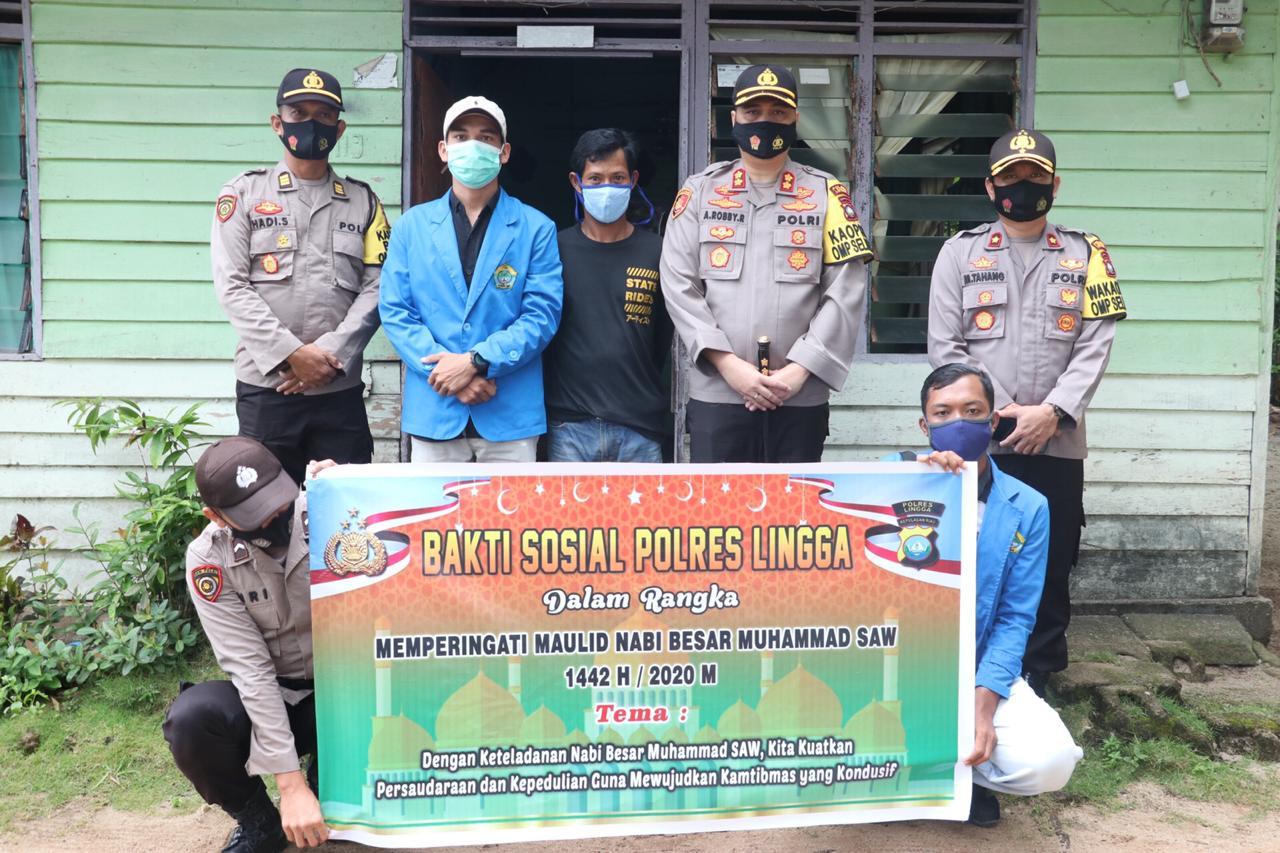 Polres Lingga Bersama Mahasiswa dan Ormas Bagikan Sembako dan Ratusan Masker