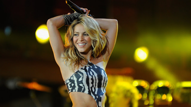 Shakira says goodbye to summer with a special swimsuit