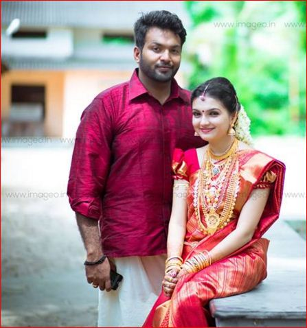 Actress cute saranya wedding still