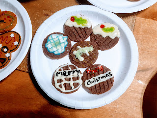 Merry Christmas decorated Chocolate Digestives (Gluten free version!)