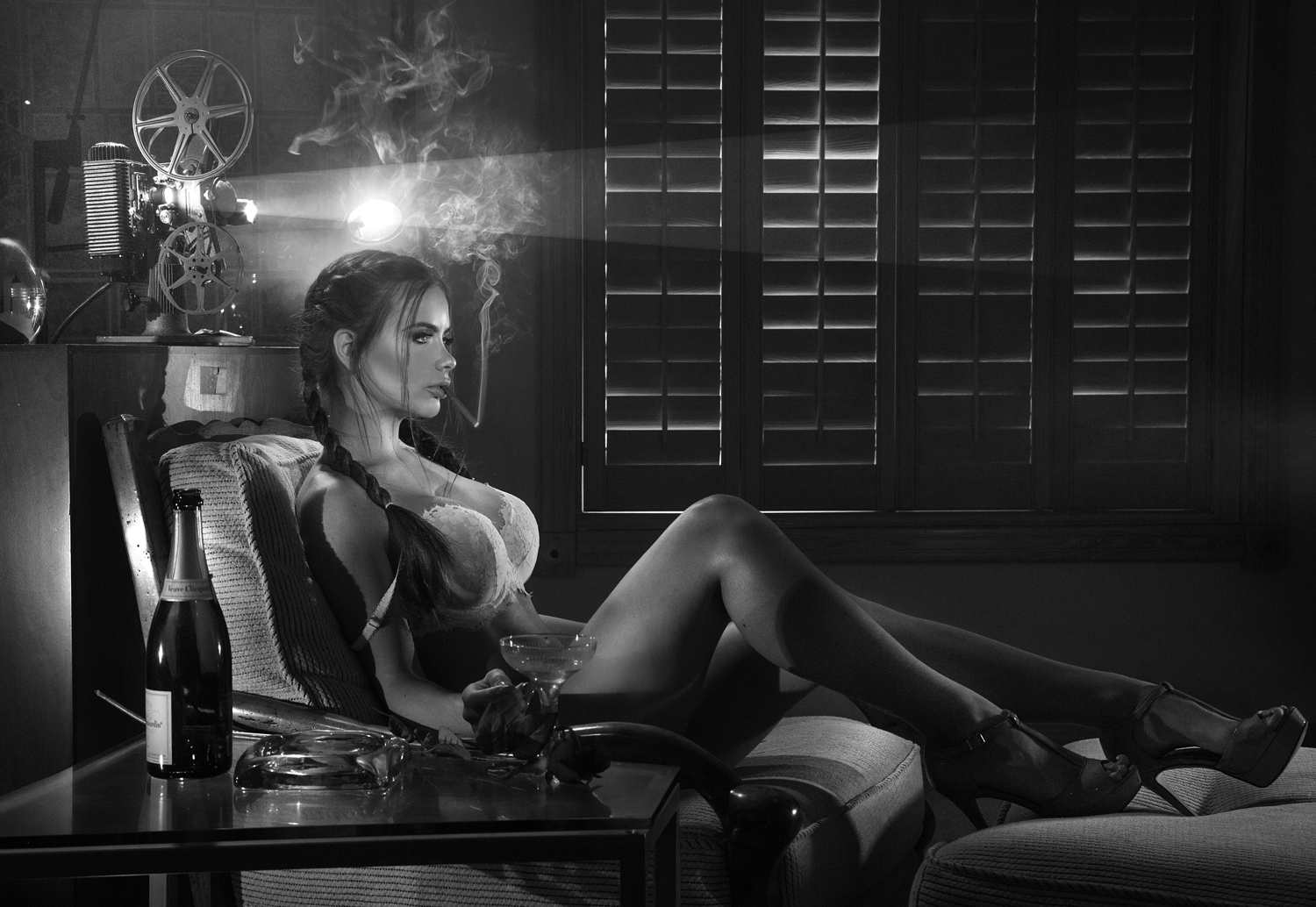 NSFW +18 | Noir Style Photography Using Cheap Flashlights