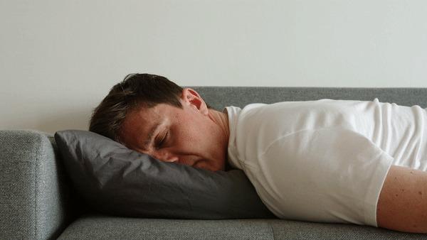 Ya valiste: Estudio revela que tu almohada puede tener más bacterias que el escusado