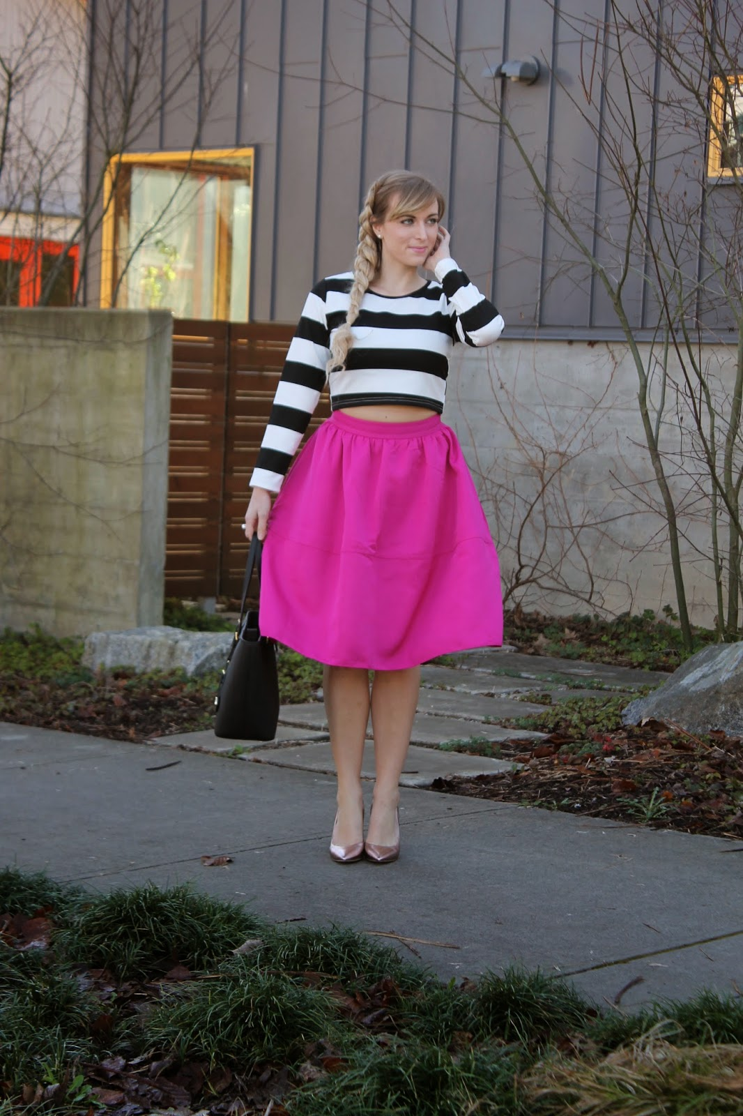 how-to-wear-a-midi-skirt