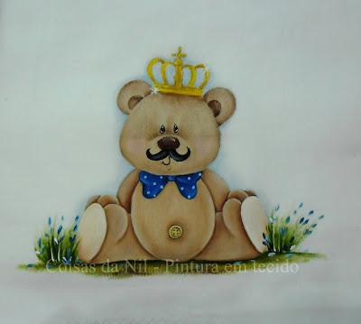 ursinho principe com bigode pintado em fralda
