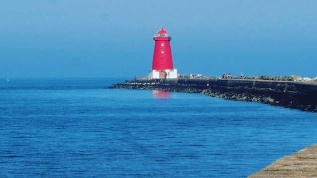 Dublin walks. Hike from Sandymount to the Poolbeg lighthouse along the historic Great South Wall