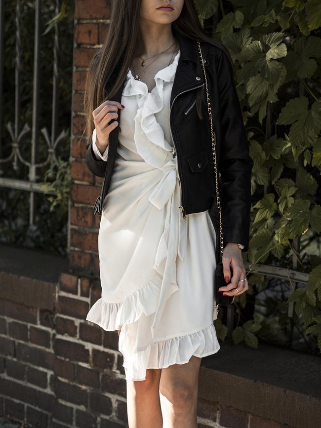 stylizacja z białą sukienką blog