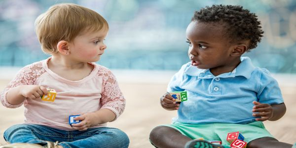 Begini caranya terapi bagi anak yang terlambat bicara