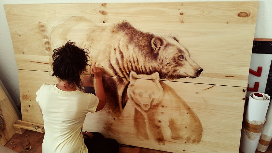 13-Studio-Madrid-Bears-pen-and-ink-00-Martina-Billi-Recycled-Wooden-Planks-Used-to-Draw-Animals-www-designstack-co