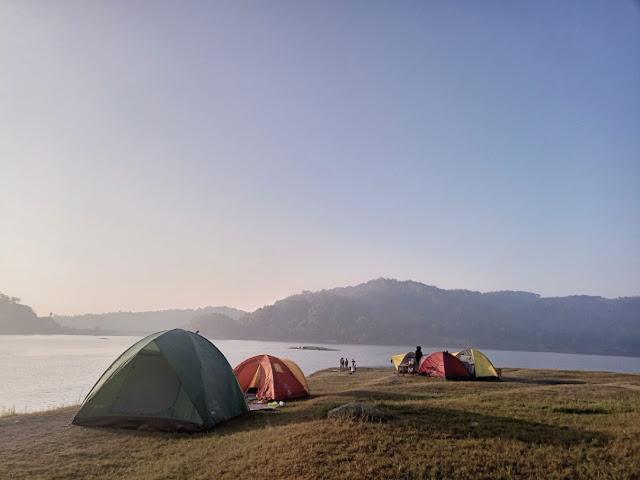 camping sambail menikmati senja di waduk sermo
