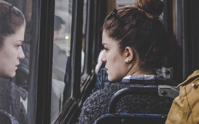 Najczęstsze obawy przed nawiązaniem kontaktu z kimś, kogo nie znamy.