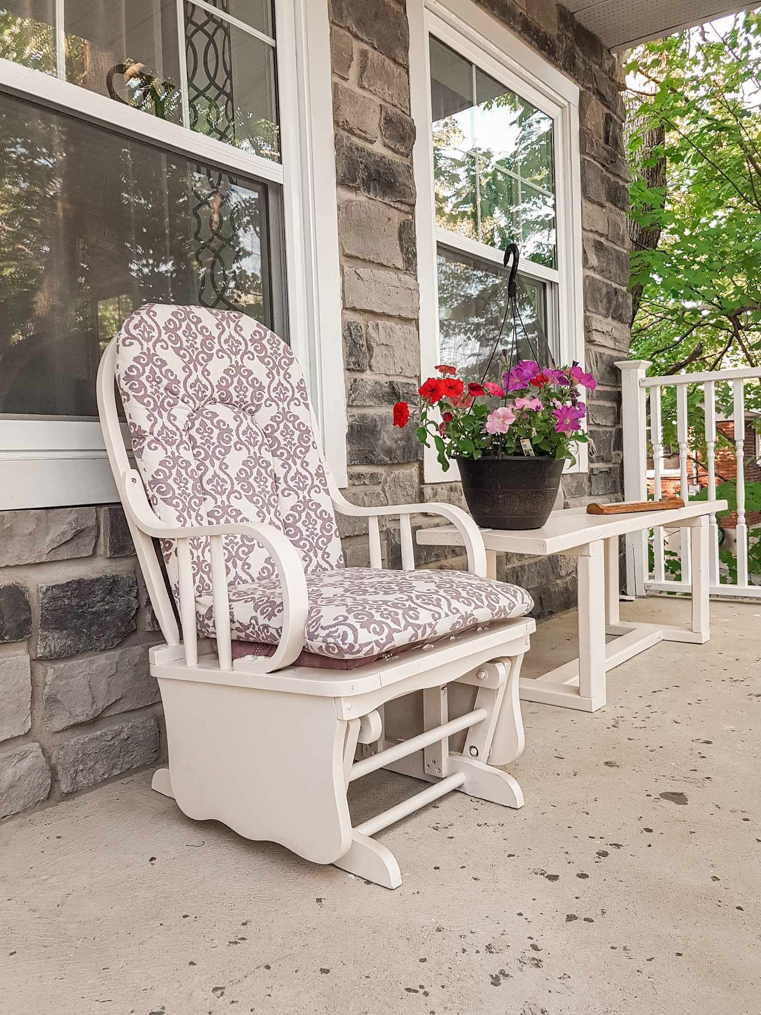 Easy Tutorial on how to refurbish old furniture