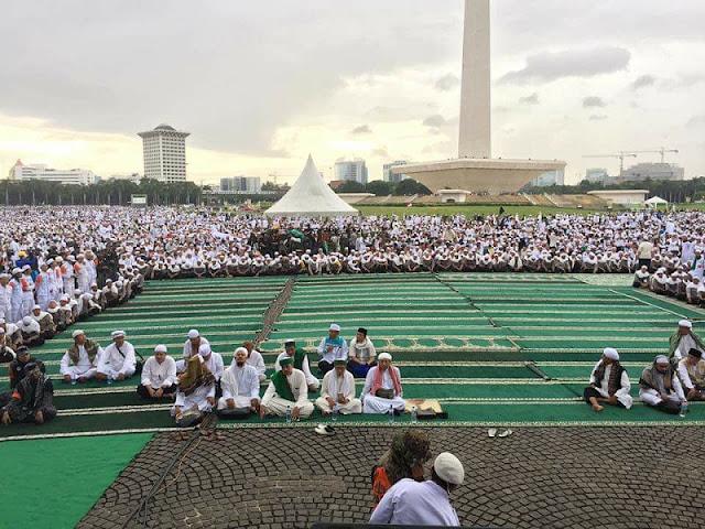 Shaf Paling Depan Aksi Bela Islam Dibiarkan Kosong, Kenapa Ya?