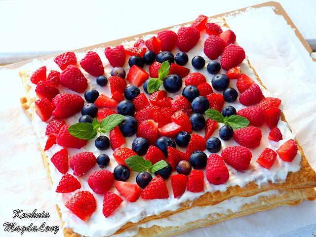 Ciasto francuskie z mascarpone i owocami