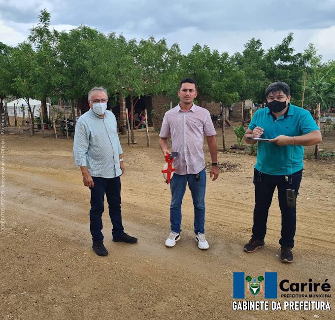 Antônio Martins acompanha os primeiros serviços topográficos de urbanização e arruamento na localidade de Retiro