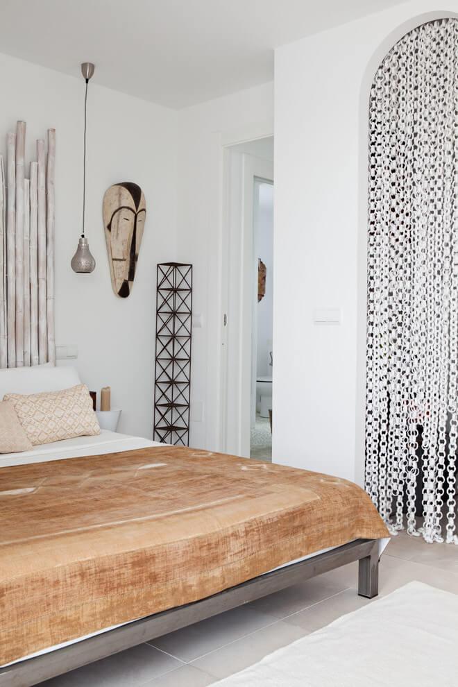 Dormitorio con un mix de estilos