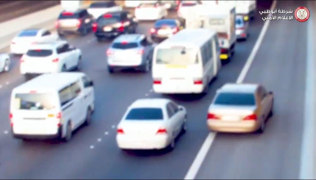 UAE Fine for overtaking on emergency lane