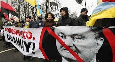 Участники митинга РНС провели акцию возле имения Порошенко