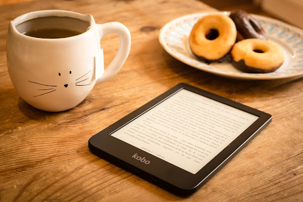 Kobo ereader, coffee, and dessert, by Perfecto_Capucine on Pixabay